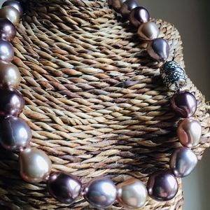 Jewelry - YUMMY Chocolate Color Glass Pearls ~Magnetic clasp